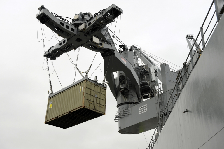Lifting off a container