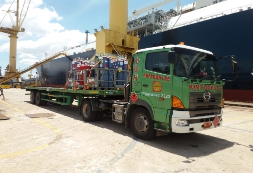 An example of loose cargo trucking